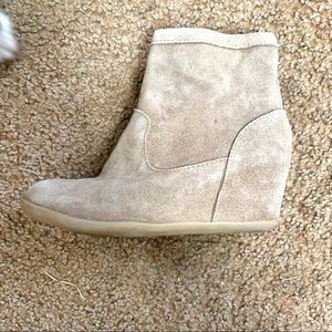 Minnetonka camel zip up ankle boots
